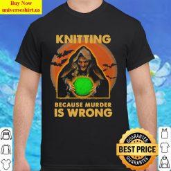 Knitting because murder is wrong Halloween Classic Men T Shirt