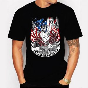 Statue of Liberty land of freedom American flag Men T Shirt