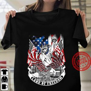 Statue of Liberty land of freedom American flag Women T shirt